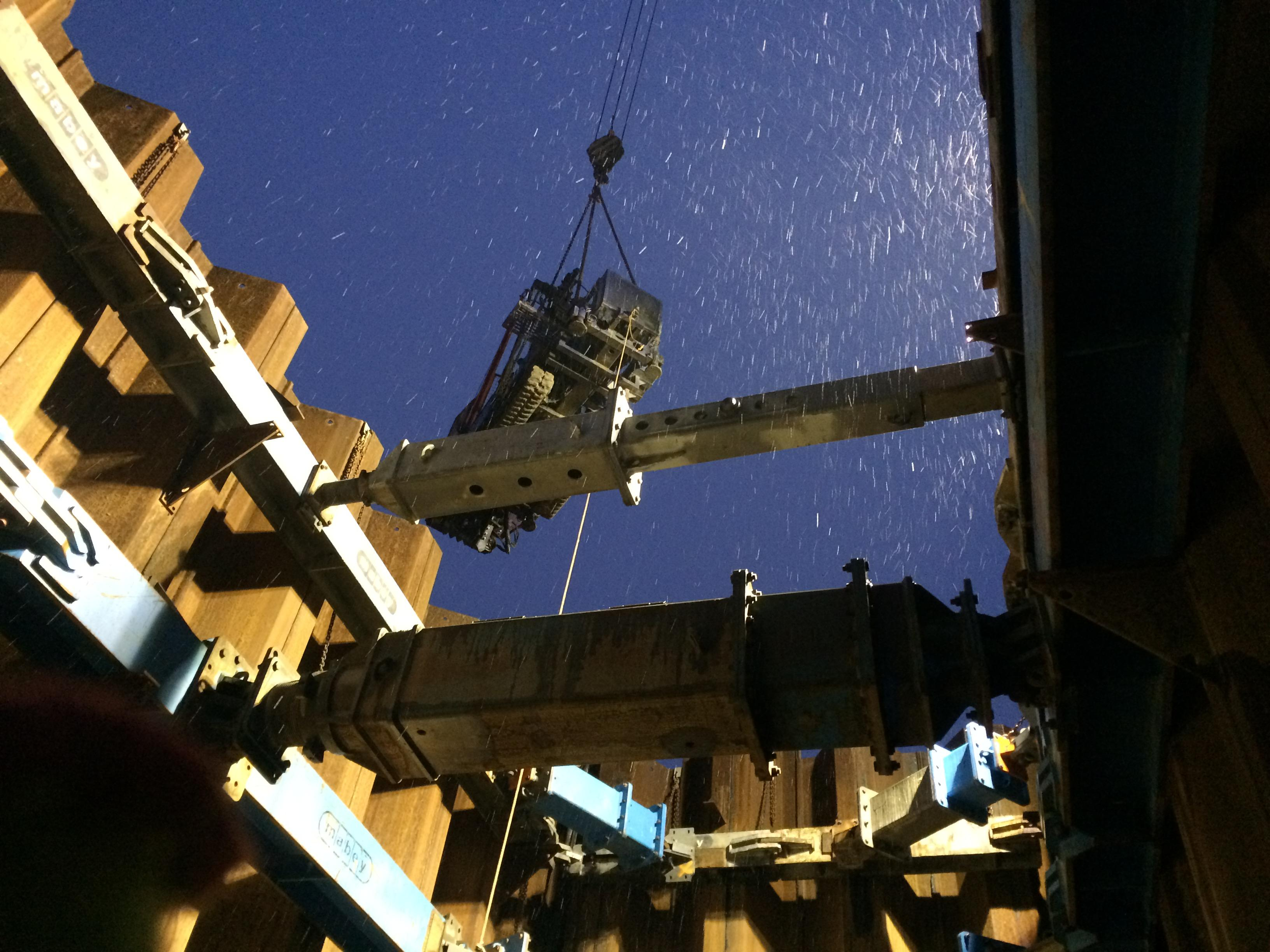 The drilling rig is lifted into the cofferdam